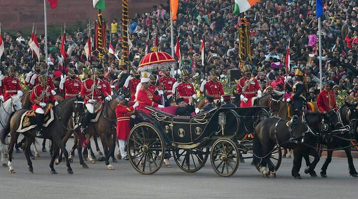 New Delhi: President Pranab Mukherjee escorted by his bodyguards arrives in a buggy to attend the Beating Retreat Ceremony at Vijay Chowk in New Delhi on Sunday. PTI Photo by Shahbaz Khan (PTI1_29_2017_000218B)